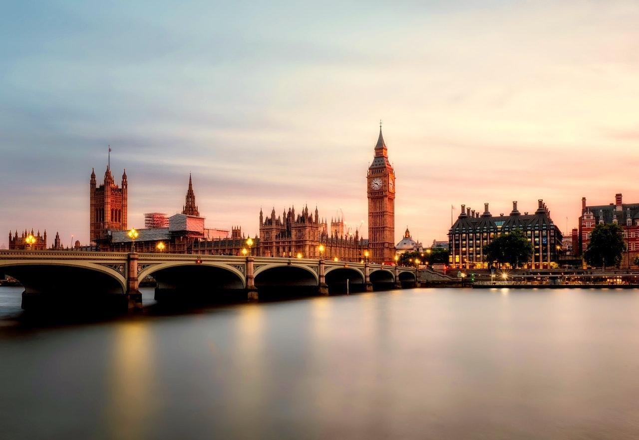 Ankündigung zu Massenprotesten erschüttert Großbritanniens Regierung